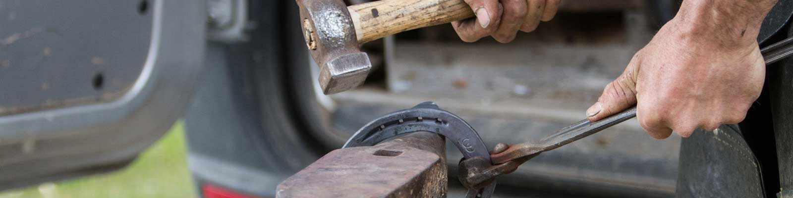 Eisenbearbeitung mit Amboss